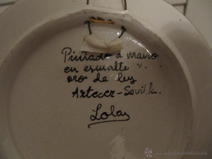 Antigüedades: PRECIOSO PLATO PINTADO A MANO EN ESMALTE Y ORO DE LEY. ARTECER-SEVILLA-13,20CM - Foto 4 - 51570609
