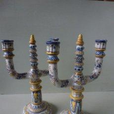 Antigüedades: PAREJA DE CANDELABROS, CERAMICA. RUIZ DE LUNA, TALAVERA.. Lote 51579114