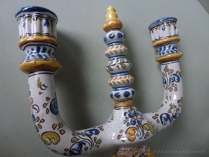 Antigüedades: Pareja de candelabros, ceramica. Ruiz de Luna, Talavera. - Foto 2 - 51579114