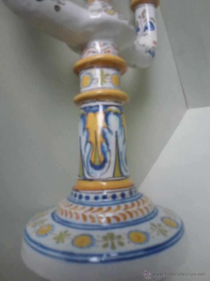 Antigüedades: Pareja de candelabros, ceramica. Ruiz de Luna, Talavera. - Foto 10 - 51579114