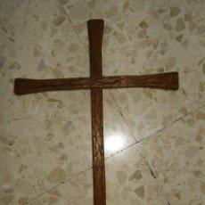 Antigüedades: PRECIOSA CRUZ DE MADERA TALLADA. Lote 51587056