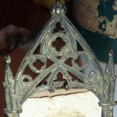 Antigüedades: ANTIGUO MARCO METALICO SOBREMESA CON FOTO POSTAL VIRGEN MONTSERRAT 9/ 4 CM . Lote 51590539