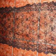 Antigüedades: ANTIGUA FINA MANTELLINA MANTILLA NEGRA 92 CM / 50 . Lote 120096170