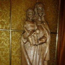 Antigüedades: BONITA TALLA ANTIGUA DE MADERA MACIZA DEL SIGLO XX DE UNA PRECIOSA VIRGEN CON NIÑO. Lote 51608549