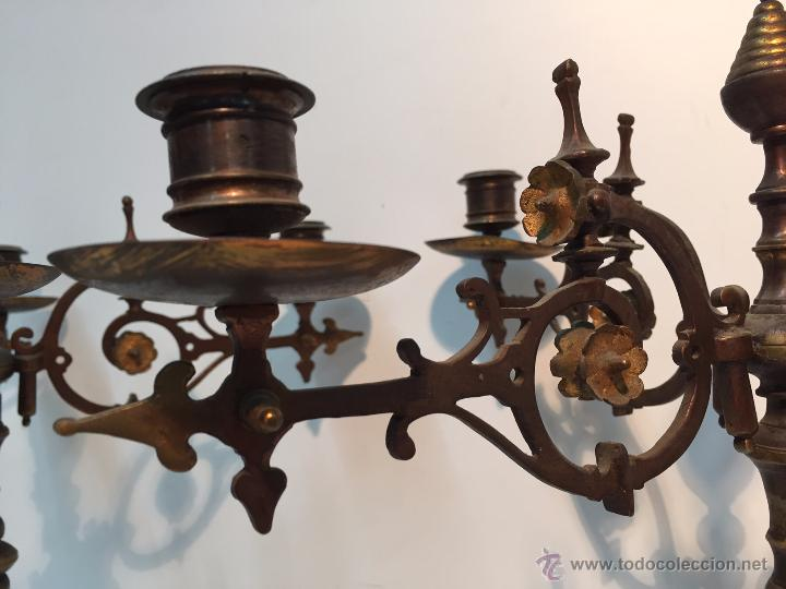 Antigüedades: PAREJA CANDELABROS DE BRONCE ANTIGUOS. - Foto 2 - 51609143