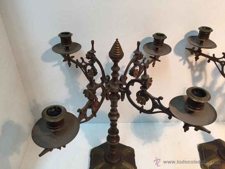 Antigüedades: PAREJA CANDELABROS DE BRONCE ANTIGUOS. - Foto 4 - 51609143