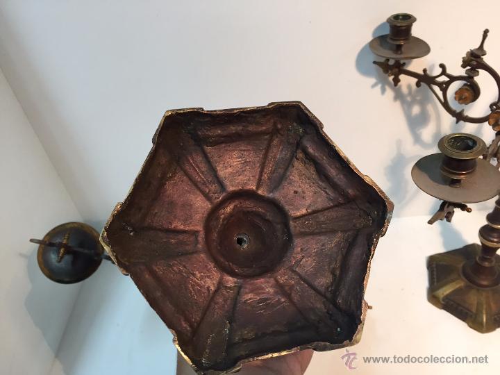 Antigüedades: PAREJA CANDELABROS DE BRONCE ANTIGUOS. - Foto 5 - 51609143