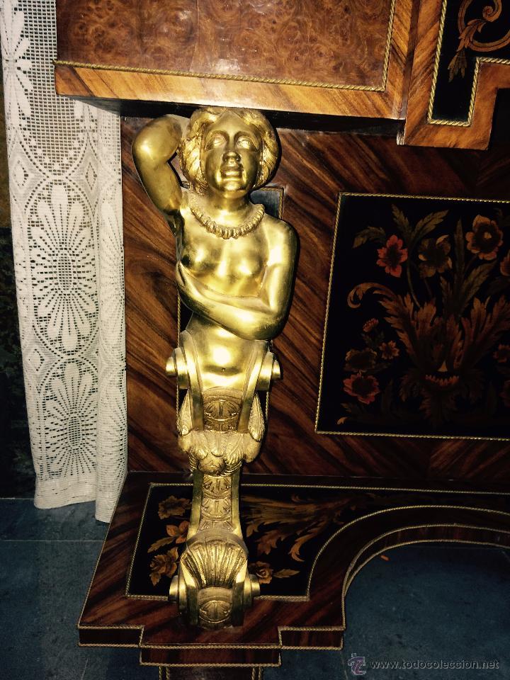 Antigüedades: MUEBLE APARADOR DE MADERA, MARQUETERÍA Y BRONCE - Foto 3 - 56583033