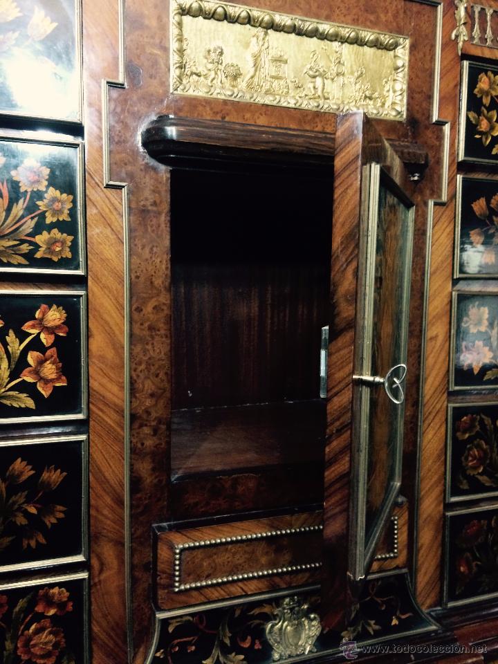 Antigüedades: MUEBLE APARADOR DE MADERA, MARQUETERÍA Y BRONCE - Foto 5 - 56583033
