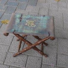 Antigüedades: ANTIGUA BANQUETA PLEGABLE EN MADERA DE MORERA . Lote 51635623