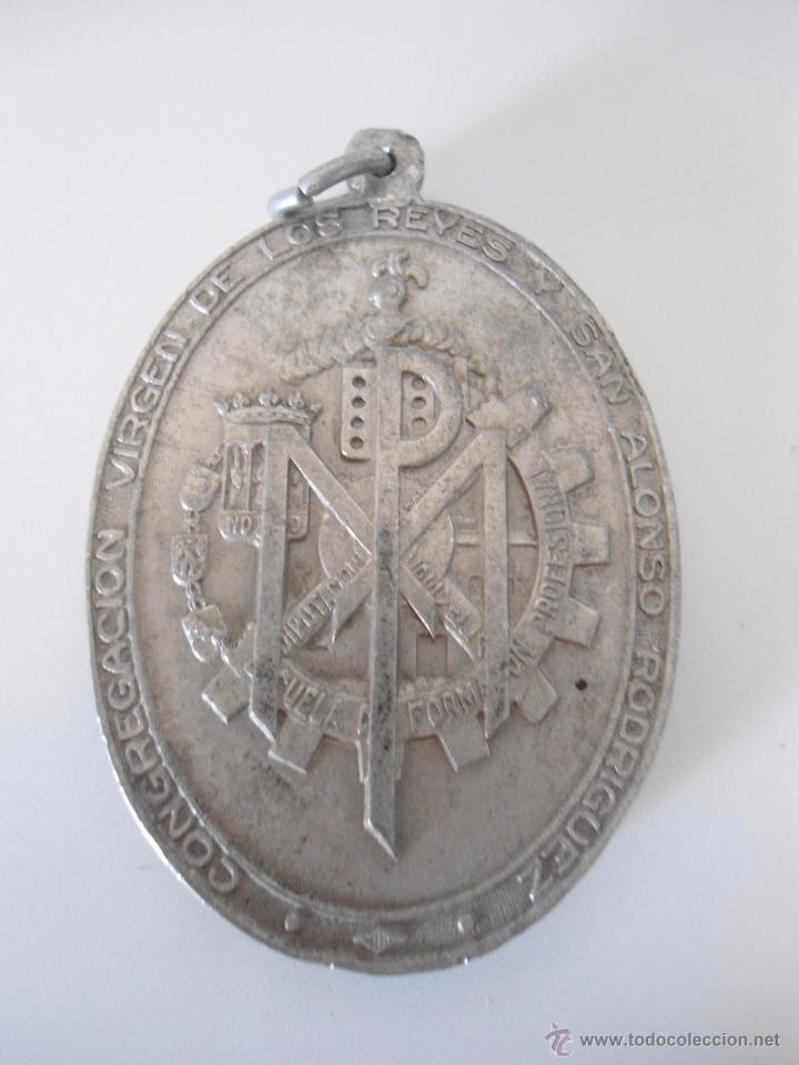 Antigüedades: MEDALLA ALUMINIO VIRGEN DE LOS REYES DE LA ESCUELA DE FORMACION PROFESIONAL - Foto 2 - 51672778