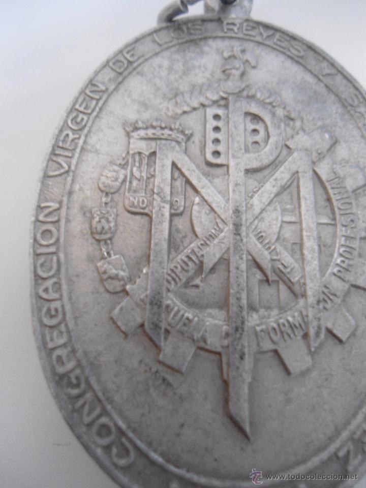 Antigüedades: MEDALLA ALUMINIO VIRGEN DE LOS REYES DE LA ESCUELA DE FORMACION PROFESIONAL - Foto 4 - 51672778