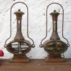 Antigüedades: PAREJA DE LAMPARAS ANTIGUAS TIPO FAROL TREN O BARCO EN METAL DE MESA O PARED. LAMPARA VINTAGE. Lote 51682111