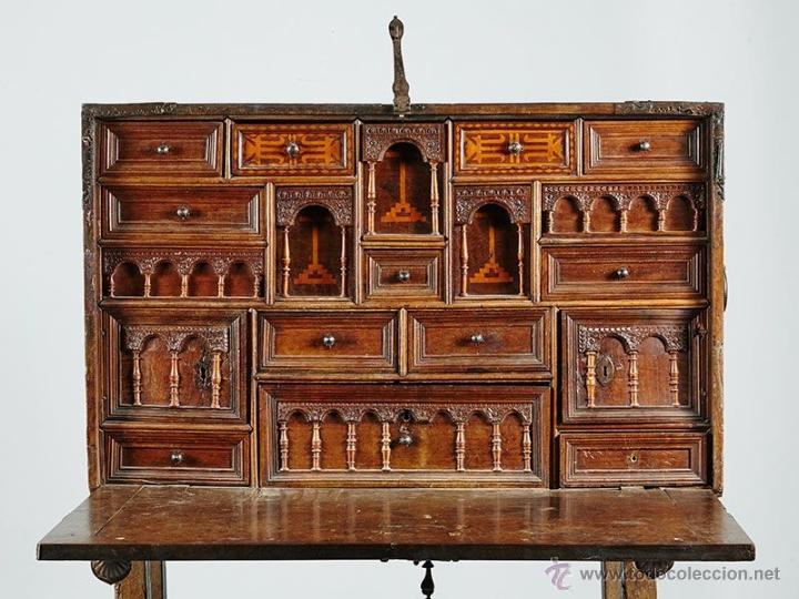 BARGUEÑO CASTELLANO SIGLO XVII DE NOGAL CON MARQUETERIA (Antigüedades - Muebles Antiguos - Bargueños Antiguos)