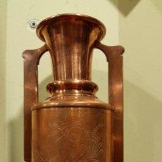 Antigüedades: ANTIGUO JARRON DE COBRE REPUJADO. Lote 51704564