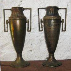 Antigüedades: PRECIOSA PAREJA DE JARRONES ESTILO IMPERIO O ART DECO FRANCES EN LATON. Lote 51714756