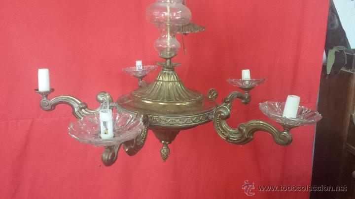 Antigüedades: Lámpara de techo en dorado de cinco brazos con adornos en cristal. - Foto 2 - 51727370