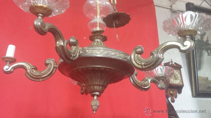 Antigüedades: Lámpara de techo en dorado de cinco brazos con adornos en cristal. - Foto 5 - 51727370