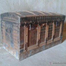 Antigüedades: BAUL ANTIGUO DE CHAPA Y MADERA. ARCÓN ANTIGUO ARCA ANTIGUA RETRO VINTAGE. Lote 51767585