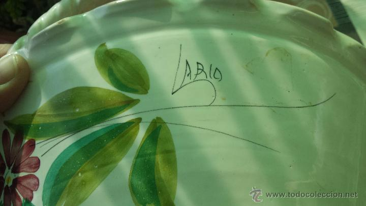 Antigüedades: frutero o centro de mesa pintado a mano, firmado lario - Foto 6 - 127424966
