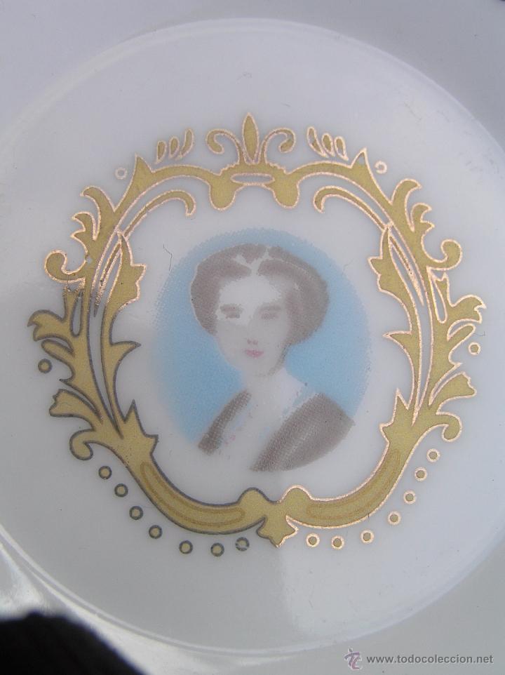 Antigüedades: JUEGO DE CAFÉ .PORCELANA, 5 tazas y 6 platos. Graciosas tazas con patitas. - Foto 11 - 89855987