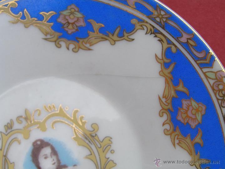 Antigüedades: JUEGO DE CAFÉ .PORCELANA, 5 tazas y 6 platos. Graciosas tazas con patitas. - Foto 14 - 89855987