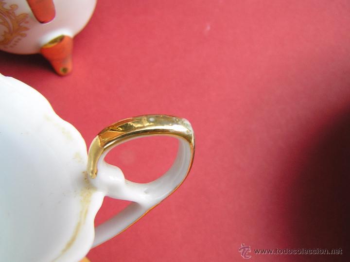 Antigüedades: JUEGO DE CAFÉ .PORCELANA, 5 tazas y 6 platos. Graciosas tazas con patitas. - Foto 21 - 89855987