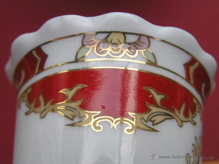 Antigüedades: JUEGO DE CAFÉ .PORCELANA, 5 tazas y 6 platos. Graciosas tazas con patitas. - Foto 23 - 89855987