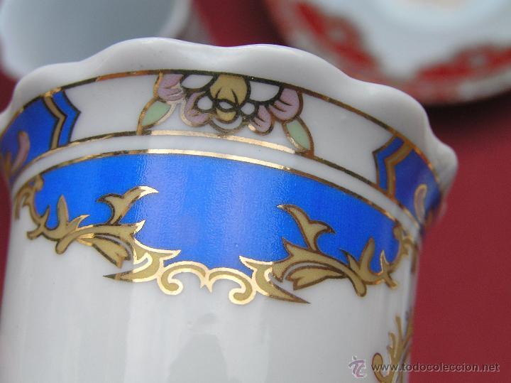 Antigüedades: JUEGO DE CAFÉ .PORCELANA, 5 tazas y 6 platos. Graciosas tazas con patitas. - Foto 25 - 89855987