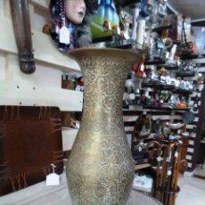 Antigüedades: JARRON EN METAL TODO TALLADO. Lote 209610063