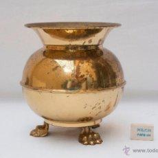 Antigüedades: ESCUPIDERA ANTIGUA DE LATÓN CON TRES PATAS.. Lote 51919103