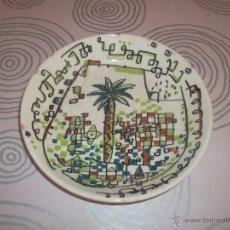Antigüedades: PLATO FIRMADO POR MARISCAL PARA LA CAM . Lote 51998604