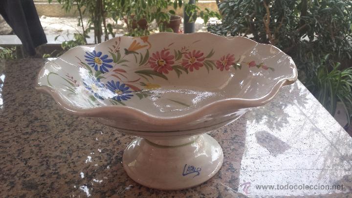 PRECIOSO FRUTERO DE CERAMICA , PINTADO A MANO. LARIO (Antigüedades - Porcelanas y Cerámicas - Lario)
