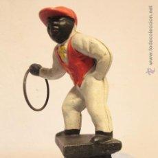 Antigüedades: FIGURA HOMBRE NEGRO, EN HIERRO FUNDIDO, 27CM DE ALTURA. Lote 52008399