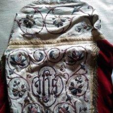 Antigüedades: CAPA PLUVIAL EN TERCIOPELO ROJO BORDADA. Lote 49355849