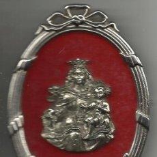Antigüedades: ANTIGUA IMAGEN DE LA VIRGEN DEL CARMEN DE SOBREMESA DIMENSIONES 9 X 6 CM. PLATEADA. Lote 52127652