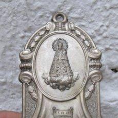 Antigüedades: PRECIOSA BENDITERA METAL COLOR PLATA Y CRISTAL VIRGEN DE LOS DESAMPARADOS VALENCIA GEPERUDETA. Lote 52128488