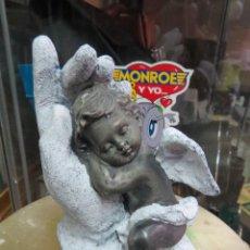 Antigüedades: ANGELITO NEGRO EN LA MANO DE DIOS MIDE 13 CM.. Lote 52130856