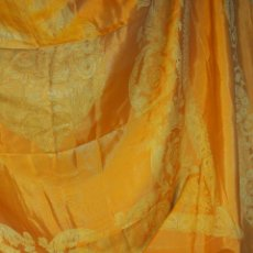Antigüedades: GRAN CUBRECAMA O CORTINA EN BROCADO SEDA Y ALGODÓN. ESPAÑA.CIRCA 1900.. Lote 52137129