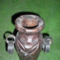 Antigüedades: JARRÓN DE MADERA TALLADA. Lote 52148081