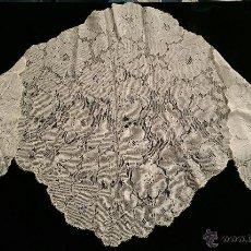 Antigüedades: MAGISTRAL MANTILLA ANTIGUA DE BLONDA DE SEDA COLOR CARAMELO . Lote 52278454
