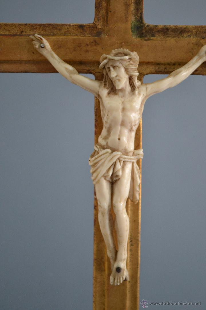 Antigüedades: Excelente cristo crucificado talla e Marfil o hueso Cruz de madera sobre estuco y pan de oro Gólgota - Foto 2 - 146255349