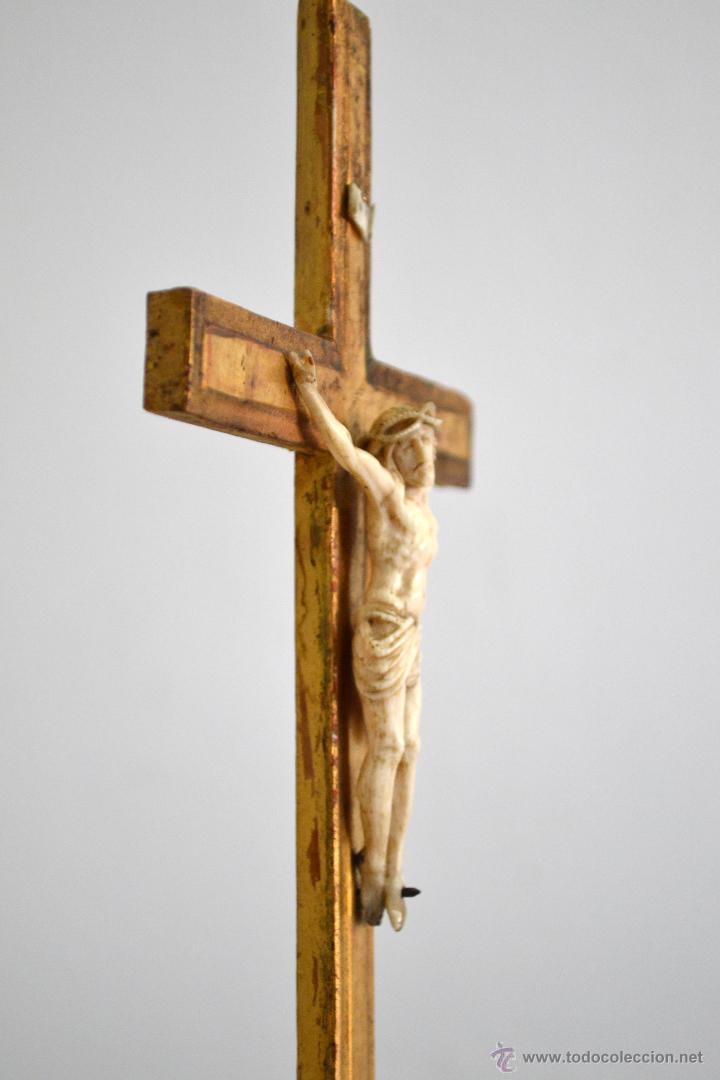 Antigüedades: Excelente cristo crucificado talla e Marfil o hueso Cruz de madera sobre estuco y pan de oro Gólgota - Foto 3 - 146255349