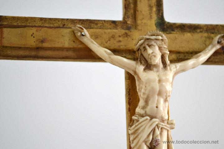 Antigüedades: Excelente cristo crucificado talla e Marfil o hueso Cruz de madera sobre estuco y pan de oro Gólgota - Foto 6 - 146255349