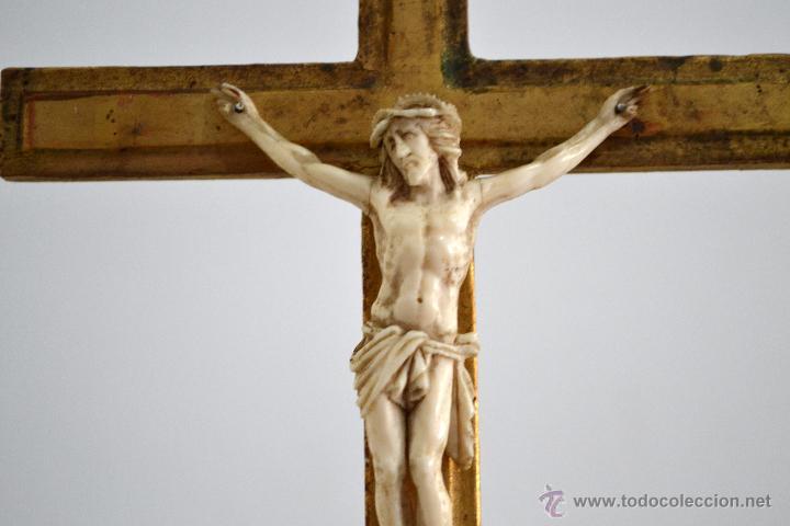 Antigüedades: Excelente cristo crucificado talla e Marfil o hueso Cruz de madera sobre estuco y pan de oro Gólgota - Foto 8 - 146255349