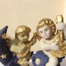 Antigüedades: PAREJA DE ANGELOTES. DECORACION POST-DECO. CARTON PRENSADO. 40X30 CM. PERFECTOS PARA DECORACIÓN.. Lote 52306368