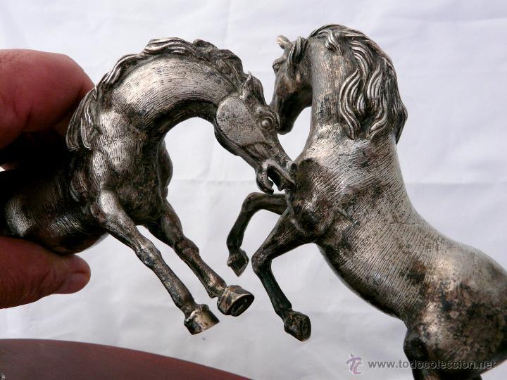 Antigüedades: PELEA DE CABALLOS EN PLATA DE LEY - Foto 5 - 52333338