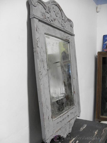 Antigüedades: Antiguo Espejo con Marco Tallado y Cristal Biselado - Foto 2 - 95474814