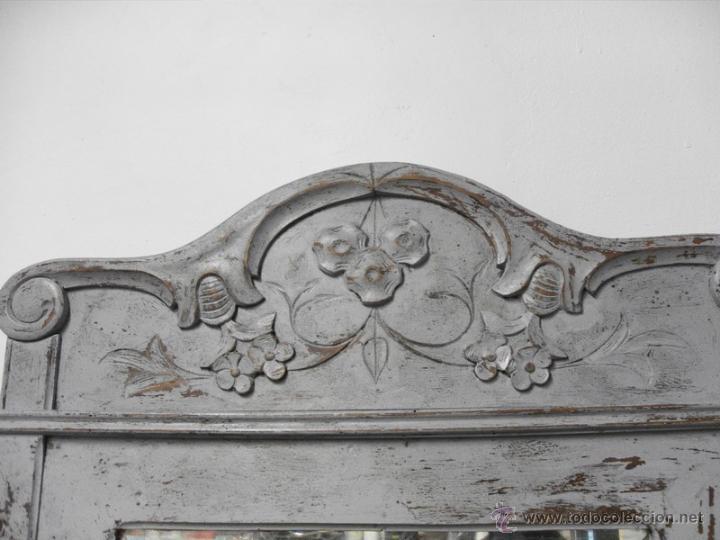 Antigüedades: Antiguo Espejo con Marco Tallado y Cristal Biselado - Foto 3 - 95474814
