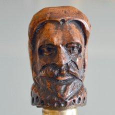 Antigüedades: ANTIGUO BASTÓN CON MANGO EN TALLA EN MADERA BUSTO CERVANTES. Lote 52365002